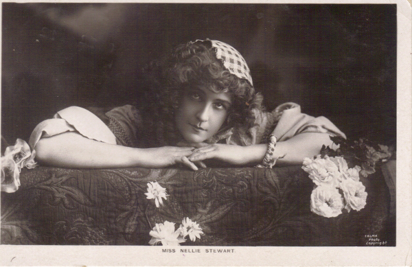 Fig. 3 Nellie Stewart's braided bangle, postcard. (Author's private collection)